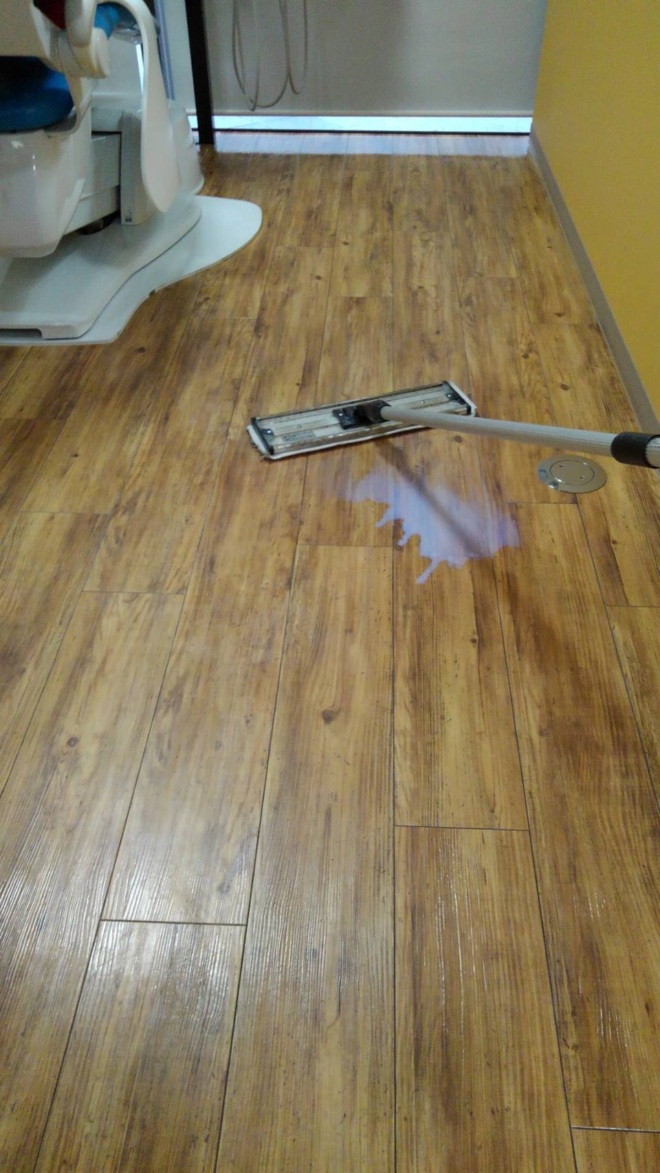 床のワックスがけ